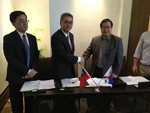 CTCI Group Vice Chairman Michael Yang (left) and JG Summit Petrochemical Corporation Chairman Mr. James Go