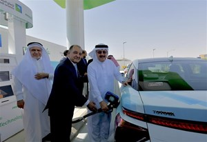 (From left to right) Dr. Sahel N. Abduljauwad, Rector of King Fahd University of Petroleum and Minerals (KFUPM) and Chairman, Dhahran Techno Valley Holding Company (DTVC); Seifi Ghasemi, Chairman, President and CEO of Air Products; and Amin H. Nasser, President and Chief Executive Officer of Saudi Aramco inaugurate the first hydrogen fueling station in Saudi Arabia at Air Products' new Technology Center in the Dhahran Techno Valley Science Park. The pilot station will fuel an initial fleet of six Toyota Mirai fuel cell electric vehicles with high-purity compressed hydrogen.