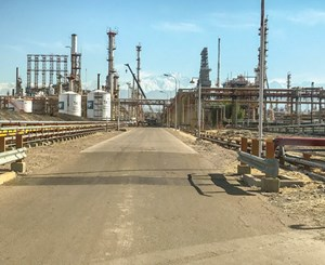 FIG. 2. A view of the YPF Luján de Cuyo refinery.