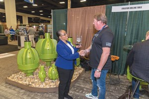 Evolution Drilling Systems' Ronnie Keyes accepts the ShowStopper Award from UCT Convention Manager Karen Francis.